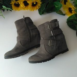 Unisa | Wedge Ankle Boots Gray Faux Suede Sz 7M
